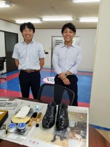 新入社員も靴磨き
