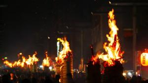 火を焚いて火を鎮める! ~吉田の火祭り~