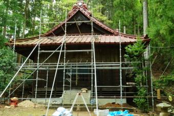 下暮地の浅間諏訪神社は、只今、改修工事中です。